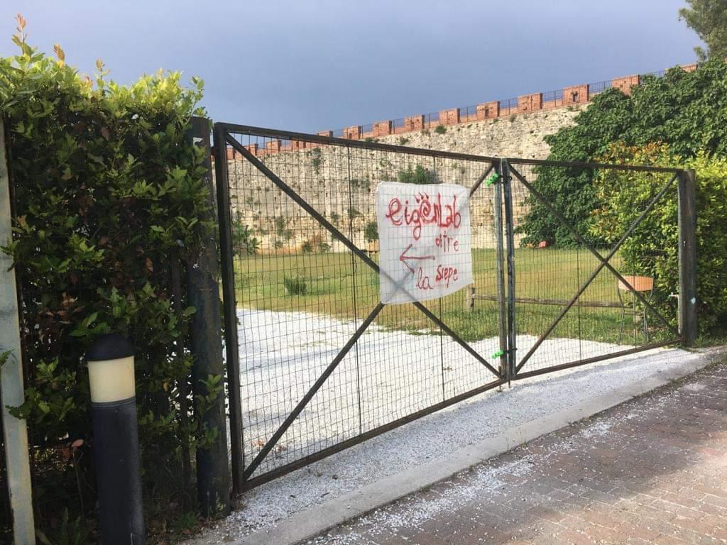 Cancello giardino chiuso